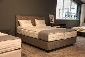 Vispring-Bett mit Kopfteil MUSES in unserer Ausstellung